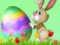 Lièvre avec un œuf de Pâques