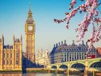 Spring London - Complete the puzzle and take a walk around London