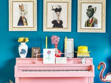 Pink piano - Blue interior with a pink piano