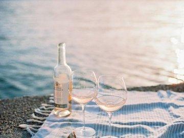 immaginiamo - immaginiamo di poterci sedere al mare e sorseggiare un delizioso vino