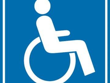 """invalidità - Puzzle che mostra il cartello """"Parcheggio per disabili""""."""