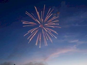 I primi fuochi d'artificio quando il - Fotografia di fuochi d'artificio.