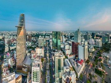 Saigon Skyline - Wieżowiec w pobliżu akwenu w ciągu dnia. Ho Chi Minh City