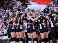 Radość ze zwycięstwa - Zdjęcie przedstawiające radość siatkarek ŁKS Commercecon Łódź