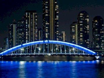 Tokio Brücke - Beleuchtete Tokio-Brücke