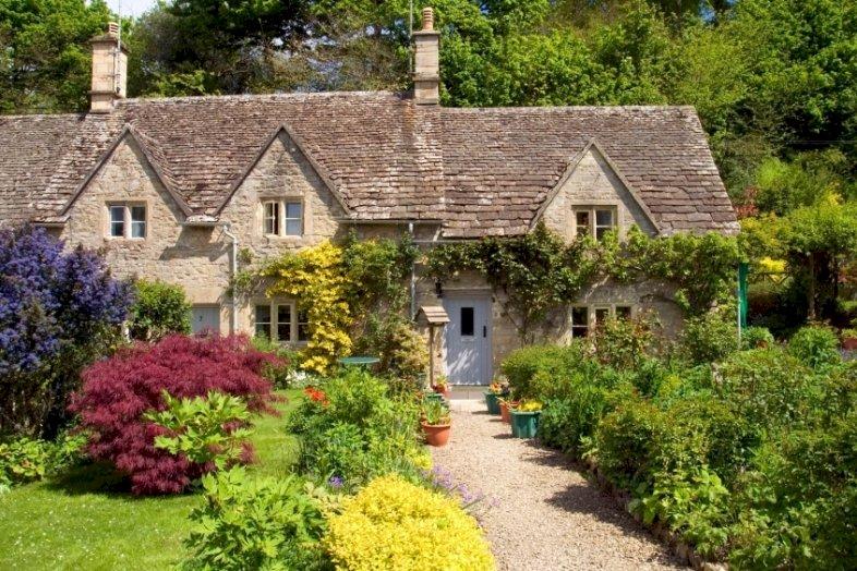 В английската провинция - В английската провинция, по пътеката на Cotswolds, стара къща, градина (10×9)