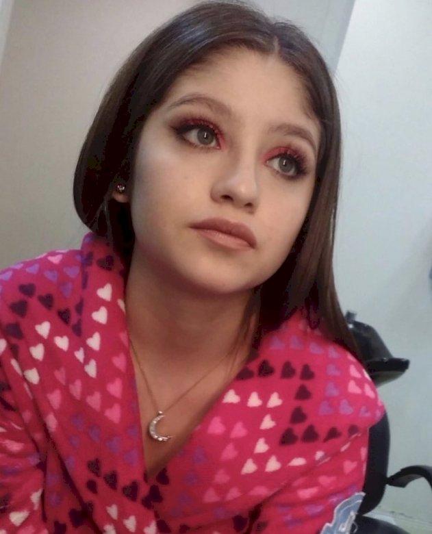Luna Valente - Luna Valente / Sol Benson (Karol Sevilla) - jest sympatyczną, pełną zapału nastolatką. Uwielbia jazdę na wrotkach, a jej marzeniem jest zostanie profesjonalną wrotkarką. Jej drugą pasją jest (5×5)
