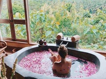 l'heure du bain - Lire de la poésie, c'est comme se déshabiller avant un bain. ..