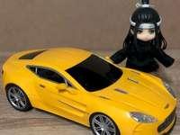 Красива кола - Хубава жълта кола тук е!