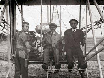 Bracia Wright 4x4 - Bracia Wright i ich mechanikodpowiedzialny za stworzenie silnika