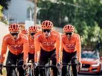 kerékpárosok - a Tour de France verseny versenyzői