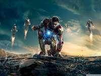 super-héros - cet homme de fer du film iron man 3 combat ultron