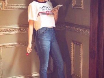 Luna Valente - Luna Valente / Sol Benson (Karol Sevilla) es una adolescente agradable y entusiasta. Le encanta el p
