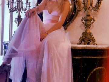 Karol Sevilla - Karol Sevilla – meksykańska aktorka i piosenkarka, znana z udziału w serialu Cudowna róża. By�