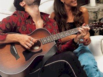 Martina Stoessel (TINI) et Sebastián Yatra - En 2019, des rumeurs couraient que Tini et Sebastian Yatra (chanteur colombien) se rencontrent. Le c