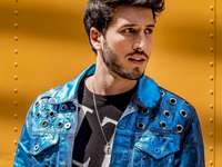 Yatra Sebastián - Sebastian Obando Giraldo Sebastian Yatra néven ismert kolumbiai énekes és zeneszerző. Nemzetköz