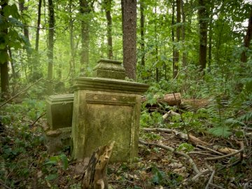 cimetière abandonné - cimetière abandonné quelque part trouvé par accident