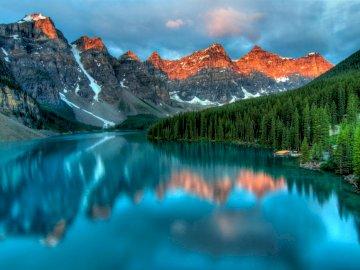 Jezioro, góry - góry i jezioro. cuda