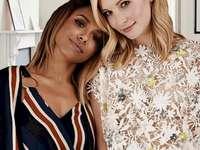Caroline y bonnie - Caroline y Bonnie de la serie Vampire Diaries.