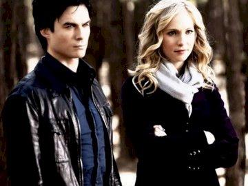 Damon i Caroline - Damon i Caroline z serialu PAMIĘTNIKI WAMPIRÓW
