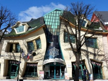 Crooked house in Sopot - Crooked house in Sopot, architecture,