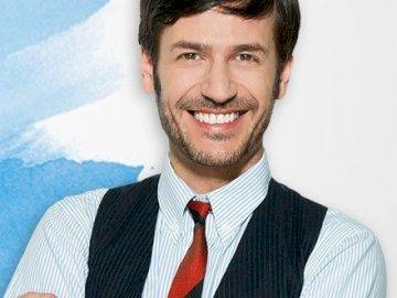 Pablo Galindo - Pablo Galindo (Ezequiel Rodríguez) – dyrektor szkoły muzycznej. Najlepszy przyjaciel Angie.