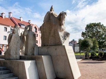 Le monument de Bolesław Krzywousty à Płock - Le monument à Bolesław Krzywousty à Płock présente le prince Bolesław à cheval entouré d&