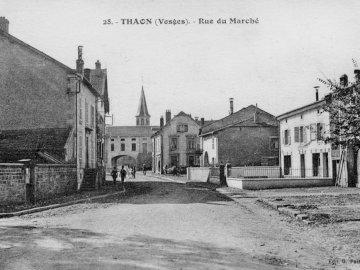 PHALCORE - Carte postale ancienne de Thaon les Vosges rue du Marché