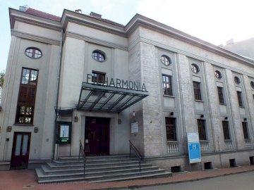 Zabrze- Filharmonia - Zabrze- Budynek Filharmonii Голяма бяла сграда.