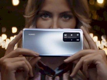 Huawei P40 Pro - Technologie - P40 Pro Distribue les pièces. Une personne tenant un téléphone portable.