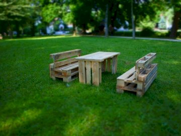 pallets - a beautiful parquet furniture in the beautiful park in lauingen. A wooden park bench sitting in the