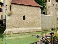 Das Palais de l'Isle - Το Palais de l'Isle ήταν αρχικά ένα μέτριο οχυρωμένο σπίτ�
