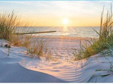 Paisajes polacos - Paisajes polacos de las tierras altas del mar. Una puesta de sol sobre un cuerpo de agua.