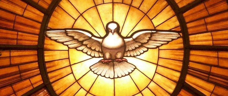 pentacost - obraz Ducha Swietego. A bliska metalowej ławki.