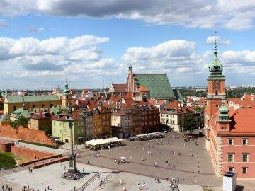 Warschau - Warschauer Altstadt. Ein großes Gebäude.