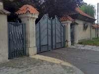 Brána hlavního semináře v Płocku - Brána vyššího teologického semináře v Płocku z ulice Ostatni. Dům, který má na straně ul