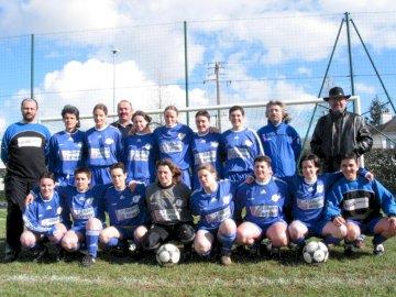 ES Bonchamp - Equipe feminina es bonchamp 2002/2003. Um grupo de jogadores de futebol posando para uma foto.