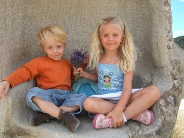 Nathan & Lorna - In the Peyresc meadow. A little girl sitting at a zoo.