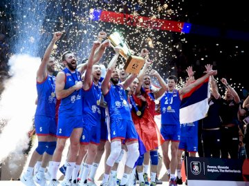 L'équipe de Serbie de volleyball - L'équipe de Serbie de volleyball. Un groupe de personnes posant pour la caméra.