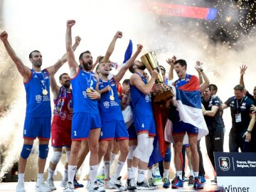L'équipe de Serbie de volleyball - L'équipe de Serbie de volleyball. Un groupe de personnes posant pour une photo.