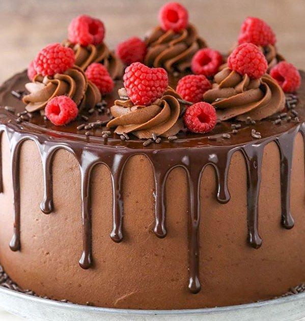 Ciasto Rasberry z lukrem - Najlepsze ciasto z malinami i czekoladą. ma kroplówki. Ciasto z bliska (15×15)