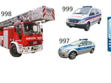 Numery alarmowe - straż pożarna, policja, pogotowie. Z bliska samochodu.