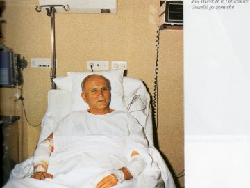 St. John Paul II in the Gemela polyclinic after the coup - After the assassination carried out by Turk St. John Paul II fought for his life. Pope John Paul II
