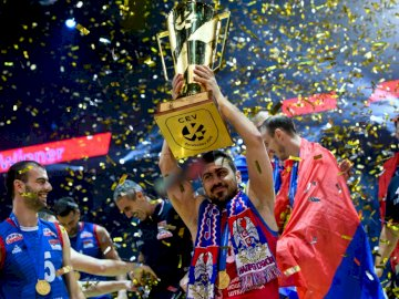 Reprezentacja Serbii w siatkówce - Reprezentacja Serbii w siatkówce. Grupa ludzi noszących kostiumy.