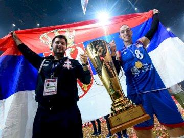 Marko Ivović - Marko Ivović - Reprezentant Serbii w siatkówce. Marko Ivović stojący pozuje do kamery.