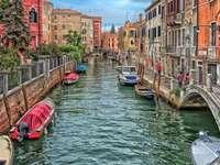 Város a csatorna mentén