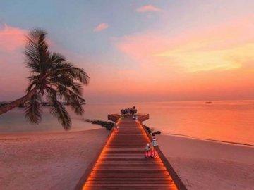 Magische Malediven - oh oh oh oh oh oh oh oh oh oh oh. Ein Sonnenuntergang über etwas Wasser.