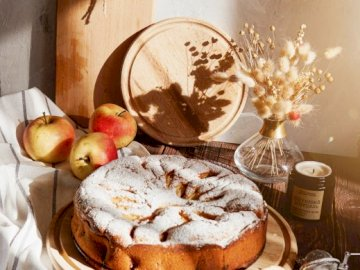 Apple pie - Apple pie, cake, food, yummy. Talerz jedzenia na stole.