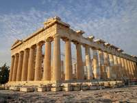 Monumente din Acropole din Grecia - Obiective turistice pentru Europa pentru GRECIA 1. GRECIA. O clădire mare din piatră, cu Parthenon