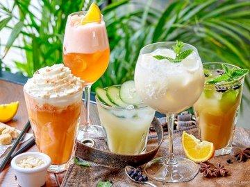 Bebidas De Frutas Y Postres - Bebidas De Frutas Y Postres. Un vaso de jugo de naranja junto a una taza de cerveza.